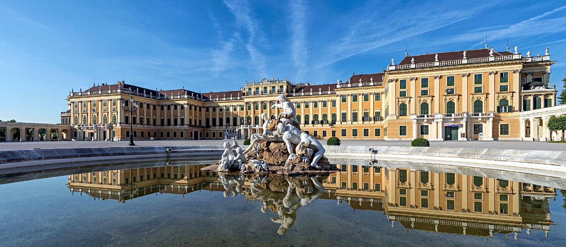 Schönbrunn tour with dinner and concert