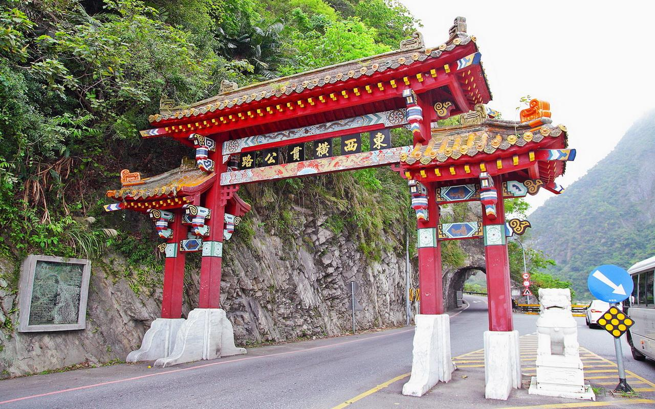 Guided Day Tour from Hualien: Hualien & Taroko Gorge (Chinese Driver-Guide)