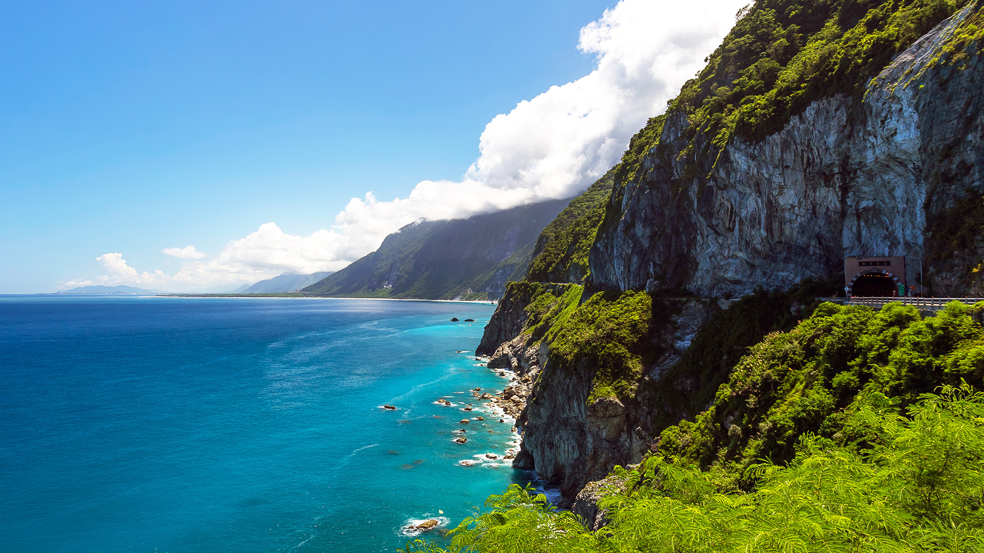 Hualien Day Tour: Taroko Gorge, Qixingtan, and Qingshui Cliffs