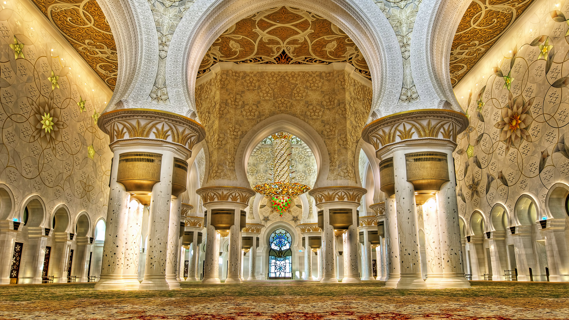 Sheikh Zayed Grand Mosque and Emirates Palace Hotel Half-Day Tour from Dubai