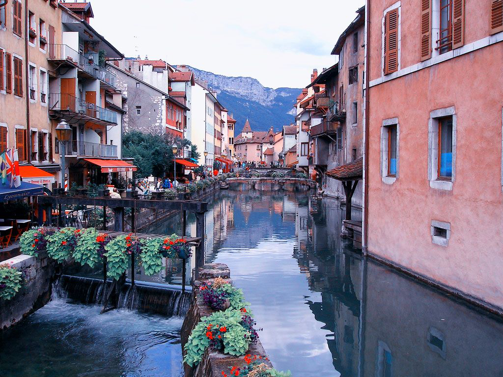Annecy Highlights Tour from Geneva